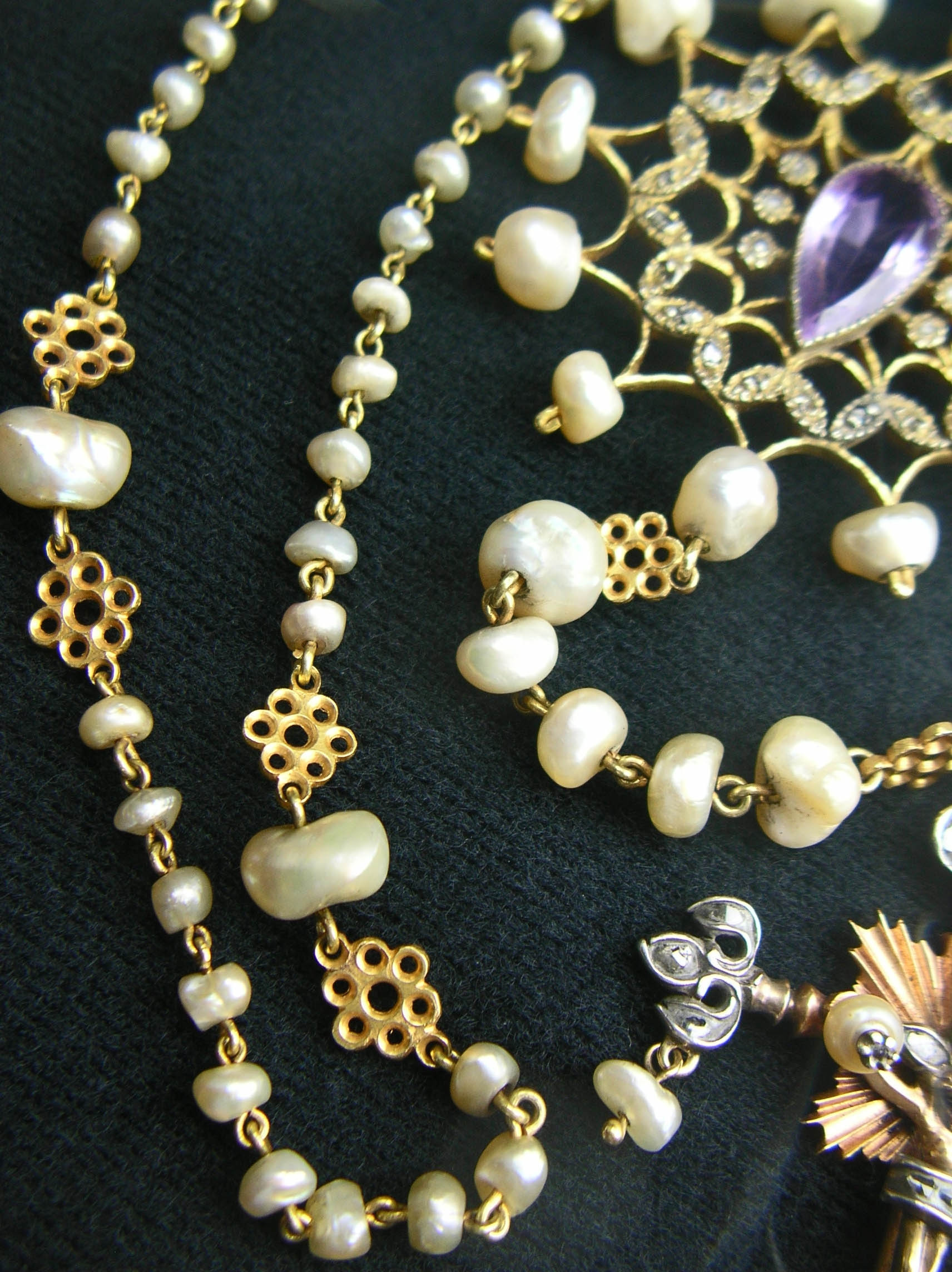 ROSARY: Pearl Ave and Pater beads