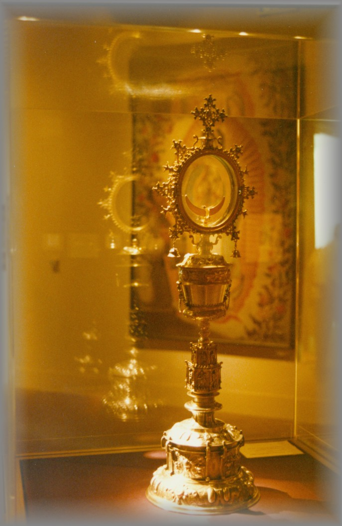 MONSTRANCE: Focused on Christ in womb of Virgin